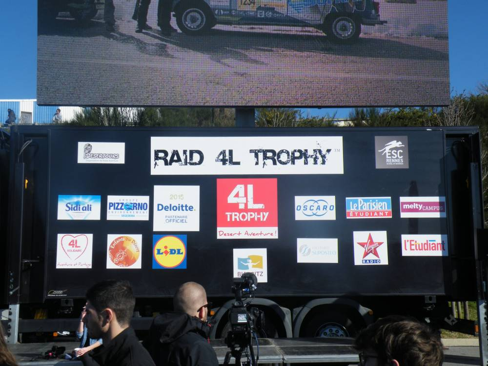 4l trophy d part du rallye biarritz crac europe. Black Bedroom Furniture Sets. Home Design Ideas