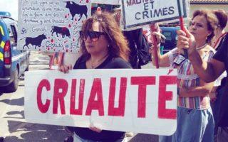 Manifestation anticorrida à Saint-Vincent-de-Tyrosse, 22 juillet