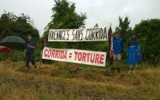 Départ en vacances: Action CRAC Europe et CAAC (Collectif Auvergne Anti Corrida), samedi 28 juillet